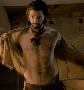 michiel-huisman-strips-down-butt-naked-on-game-of-thrones-01