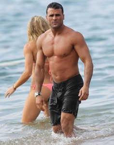 'Baywatch' star Jeremy Jackson and his fitness model wife Lonni Willison spotted on their honeymoon in Maui, Hawaii