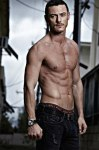 Luke-Evans-shirtless