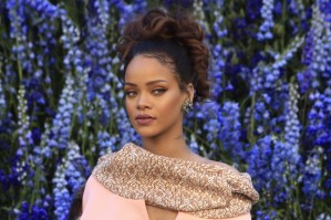 people_rihanna-e1448310913127