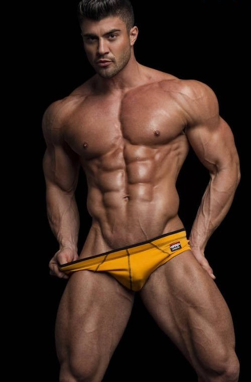 Rogan-OConnor-And-His-Immensely-Muscled-Body-0