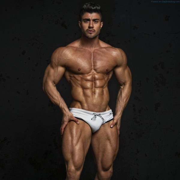 Rogan-OConnor-And-His-Immensely-Muscled-Body-4