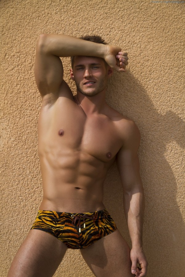 Anatoly-Goncharov-Gets-His-Butt-Out-4